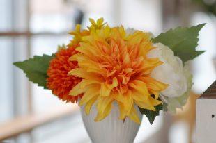 【高品質造花アレンジ】ダリア&マム・オレンジ系・可憐なあなたへ