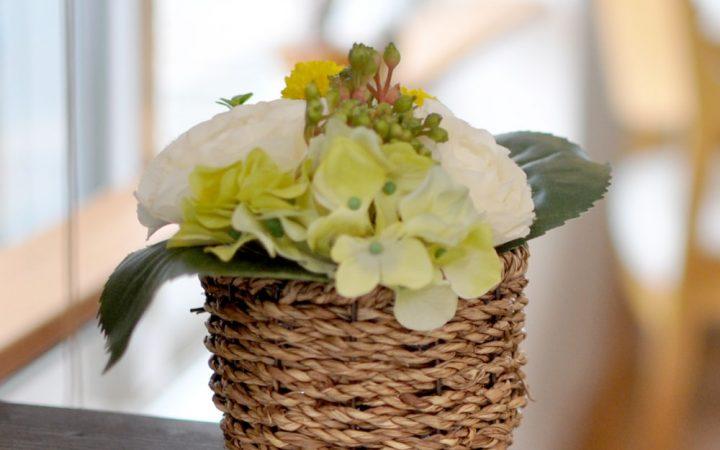 【高品質造花アレンジ】バラ&マム・ホワイト系・心からの尊敬