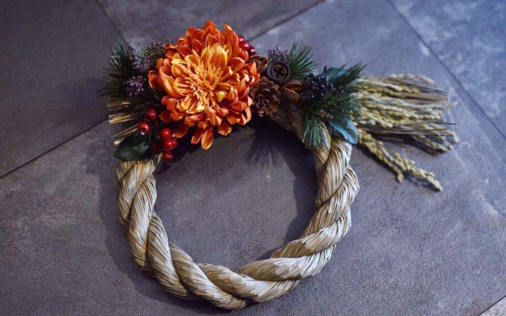 オレンジが華やかなモダンな正月飾り(しめ繩)