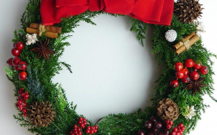 赤いリボンのクリスマスリース(高品質造花・大・Lサイズ・32cm)